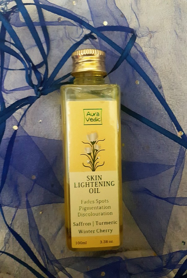 Product Review: Aura Vedic Skin Lightening Oil